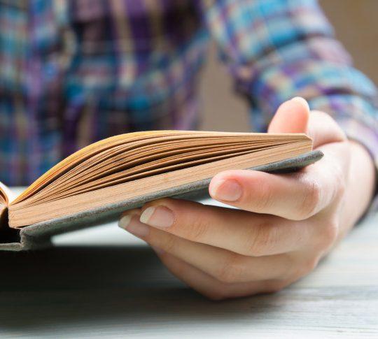 Bagaimana Cara Membuat Kegiatan Membaca Menjadi Rutinitas