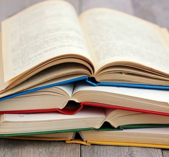 Menyiasati Biaya Buku Mahal