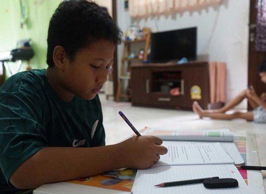 Membantu Anak Belajar di Rumah