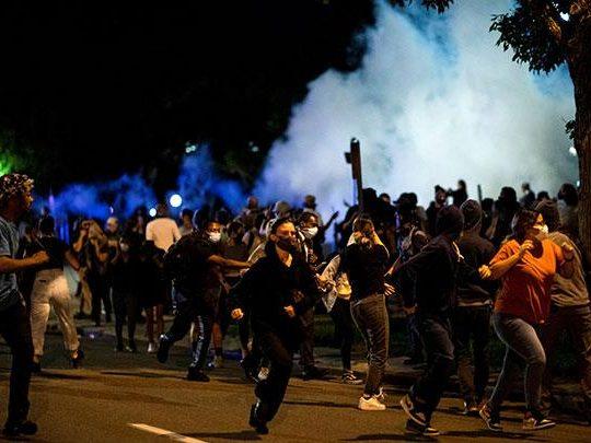 Mengapa Demonstrasi Dilakukan