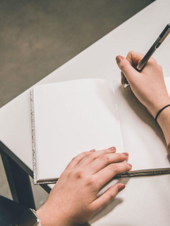 Contoh Penulisan Kata Berimbuhan yang Benar Sesuai PUEBI Terbaru